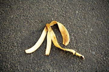 Banana peel on street, symbol for accident risk