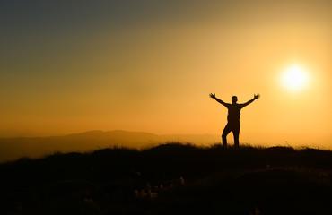 Güneşe selam veren kaşif