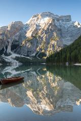 Papiers peints Piscine Seekofel reflecting at Lake Prags