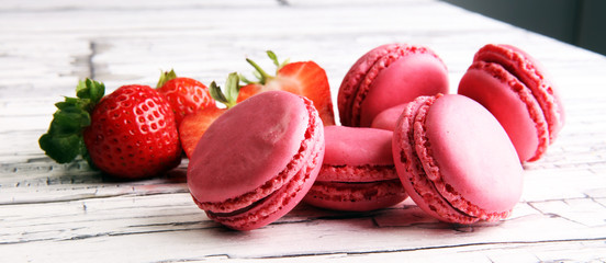 Foto auf Leinwand Macarons Sweet and colourful french macaroons or macaron with strawberry