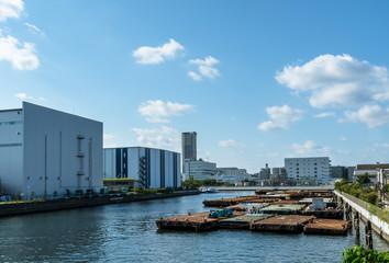 横浜港の風景 運河と青空2