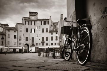 Piazza dell Anfiteatro with bike