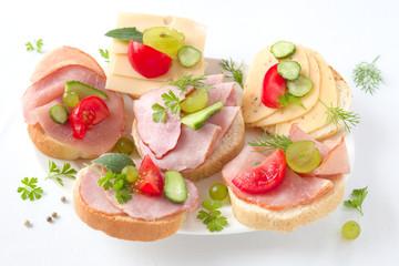 Sandwiches mit Schinken oder Käse