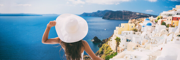 Fototapete - Luxury travel vacation woman in Santorini banner. Europe cruise ship destination holiday tourist looking at sea view with sun hat in Oia, Greece.