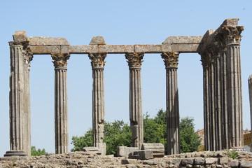 Portugal - Evora - Colonnes du Temple romain