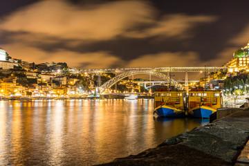 Porto Centre ville vieille vue d'ensemble panorama quais du Douro de nuit by night