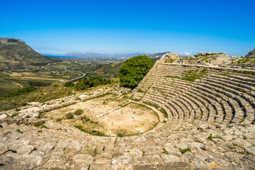 Photo sur Aluminium Artistique Panoramic Segesta ancient theatre Sicily Italy