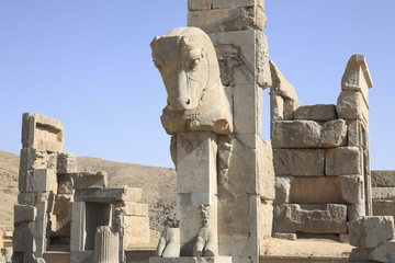 ペルセポリスの百柱の間の牡牛像