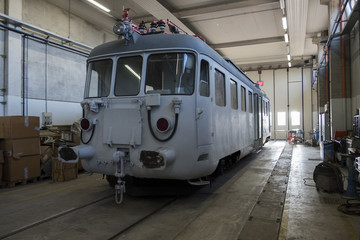 Treni abbandonati, incidentati ed in restauro, riparazione