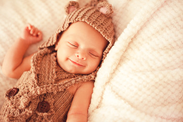 perkembangan bayi dua bulan, perkembangan bayi 2 bulan, tumbesaran, milestone kanak-kanak, tumbesaran kanak-kanak, perkembangan anak, milestone 2 bulan, aktiviti untuk bayi 2 bulan