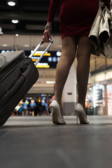 Women is walking through the airport.