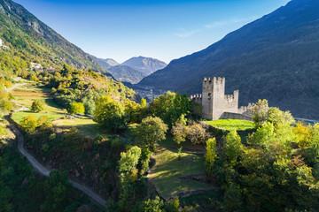 Grosio - Valtellina (IT) - Castello Nuovo - Parco delle incisioni Rupestri - vista aerea