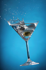Cocktail Splashes Serie in 5 different colors with an Olive making different shape splash in the martini: Blue