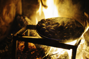 Bonfire cooking chestnuts