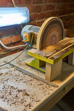 Grinding wheel with lamp