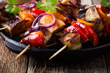 Chicken and vegetables skewers