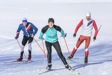 Spaß beim Workout auf Langlauf-Skiern