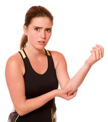 Junge sportliche Frau hat Schmerzen im Ellbogen