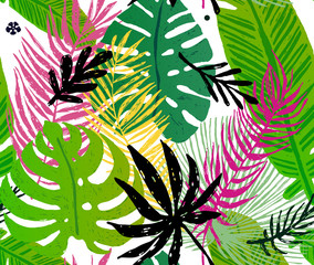 Seamless trendy pattern with green exotic palm leaves on a white background. Vector botanical illustration