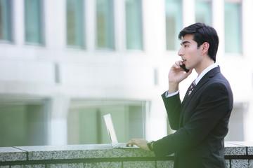 ビジネスマン 携帯電話