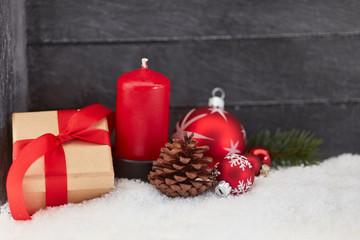 Weihnachten mit Geschenk und Kerze
