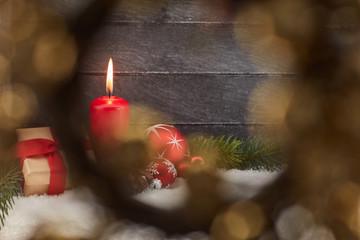 Dekorative Kerze zu Weihnachten durch Rahmen