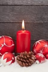 Weihnachten mit roter Kerze als Hintergrund