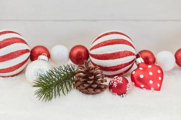 Dekoration zu Weihnachten mit Christbaumkugel