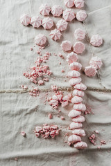 Strawberry meringue kisses