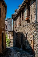 Dans les rues de Conques en Rouergue