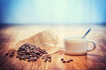 Wall Murals Coffee beans grains de café avec une tasse blanche