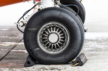 Landing gear rubber, tire under the wing of the aircraft.