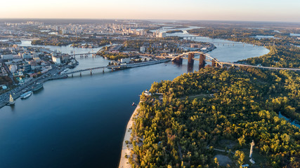 Foto op Textielframe Luchtfoto Aerial top view of Kyiv skyline, Dnieper river and Truchaniv island from above, sunset in Kiev city, Ukraine
