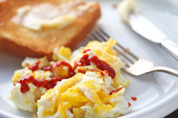 Eggs scrambled with Sriracha hot chili sauce and buttered toast