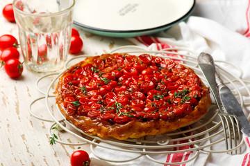 tomato tarte tatin.style rustic.
