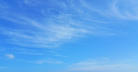 P01865 4k blue sky and clouds background