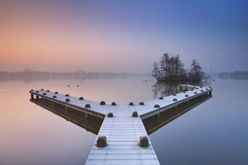 Fototapete - Jetty on a still lake on a foggy winter's morning