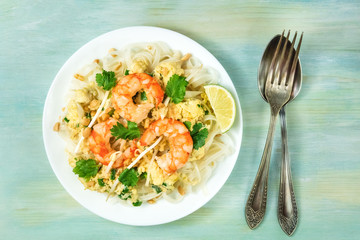 Shrimp Pad Thai photo from above with copy space
