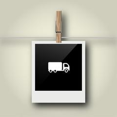 Sofortbild mit Symbol an Wäscheleine - Lastwagen