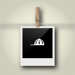 Sofortbild mit Symbol an Wäscheleine - Baseballcap