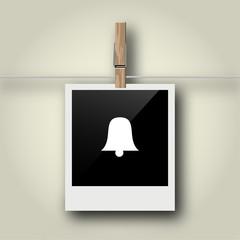 Sofortbild mit Symbol an Wäscheleine - Glocke