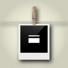 Sofortbild mit Symbol an Wäscheleine - Scheckkarte