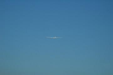Keuken foto achterwand Vliegtuig white glider on late afternoon blue sky