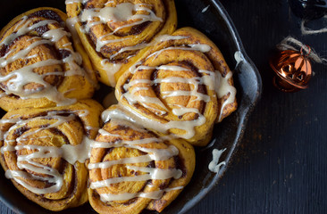 pumpkin cinnamon rolls in cast iron pan top view