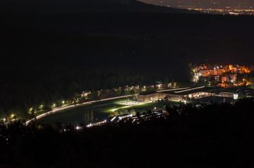 Industriezentrum Berndorf Fabrik bei Nacht