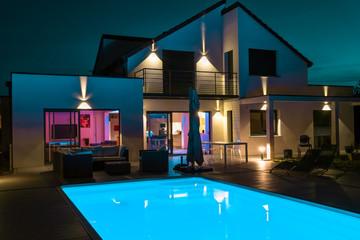 belle maison la nuit Fototapete