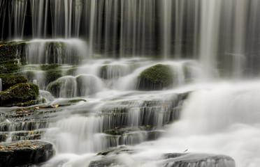 Poster de jardin Cascades Closeup of waterfall cascading over rocks and moss