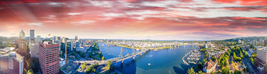 Panoramic aerial view of Portland skyline and Willamette river Fototapete