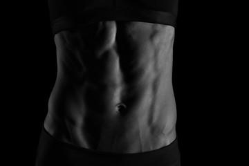 weiblicher trainierter Bauch, Lowkey