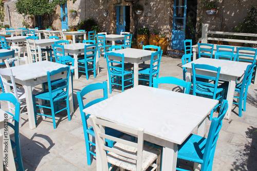 Marzameni Sicile Terrasse De Restaurant Avec Tables Et Chaises